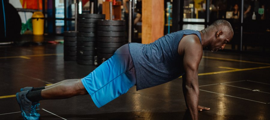 Muscler Pectoraux A La Maison Exercice Programme Fitness World